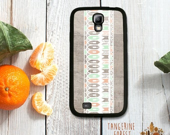 White, Peach & Mint Pattern on Faux Wood Pattern Case. Choose Samsung Galaxy S4 or S5!