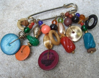 Unique Dangling Charm Safety Pin Brooch c 1980