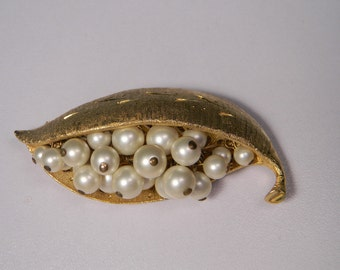 Peapod Brooch or Pin, Faux Pearl Gold Tone Vintage Classic
