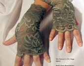 Pair of Fingerless Lace Gloves (Olive Green)