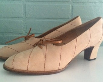 1960's tan nubuck suede lace-up heels  / Size 8 AA