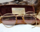 Antique Spectacles : old pair of glasses with the case.