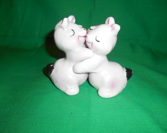 One (1), Pair of Vantellingen, Bunny Hug, (Huggies), Salt & Pepper Shakers
