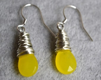 yellow agate earings.dangle earrings,yellow earrings,1.3'' yellow agate earrings,wire earrings