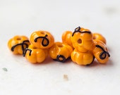 Pumpkins_yellow jaune beads_artisan noire glass_plant légumes beads_Jack-o-lanterne beads_Halloween pumpkins_nature d'inspiration au chalumeau