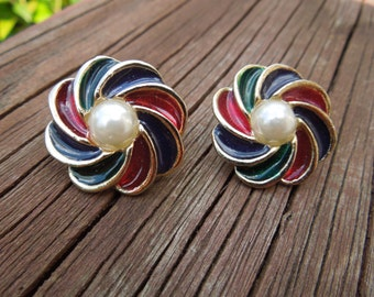 Vintage Clip Earrings, Gold Tone with Faux Pearl and Enamel Coloring.  Excellent Condition