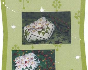 Jeannette Douglas Designs, Tiny Christmas Biscornu, Cross Stitch Chart, Christmas Pattern