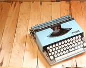 FREE SHIPPING 1960s Blue Argyle P-201 Portable Typewriter With Case - Working - Rare