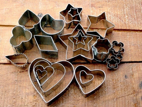 Vintage cookie cutters miniature petit fours aspic cutters for Mini canape cutters