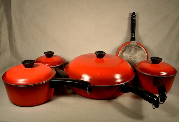 Red Club Cast Aluminum Pot Set With Lids By
