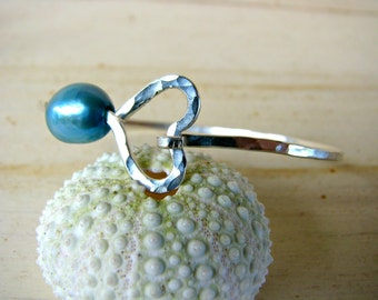 Silver Heart Pearl Bangle, Pearl Bangle Bracelet, Hawaii Pearl Bangle, Hammered Silver Bangle, Bridesmaid Gift, Graduation Gift