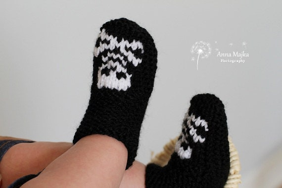 Baby Skull & crossbones hand knitted booties - 3-6 months - Many colours available Bootees boots socks shoes