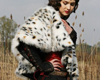 "20% DISCOUNT! Medieval Black Dress with Vest and Fur Pelerine ""Lady Hunter"""