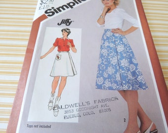 JIFFY Simplicity 5446 Reversible Skirt  in two lengths Pattern Size 10 Uncut