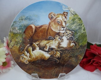 """1981 Edwin Knowles """"A Watchfull Eye"""" Signs of Love Series Lion Plate - Cute"""