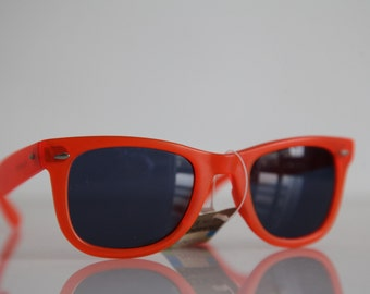 Vintage Polaroid Dark Neon Orange Frame Sunglasses, Non Polarizing lenses. LOOKERS  8567A
