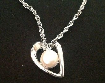 Vintage Genuine Fresh Water Pearl /Heart Necklace