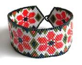 Flower peyote  bracelet  - beadwork jewelry - beaded bracelet - summer, red flowers