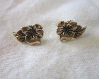 Vintage Gold tone Petite Flower pierced Earrings