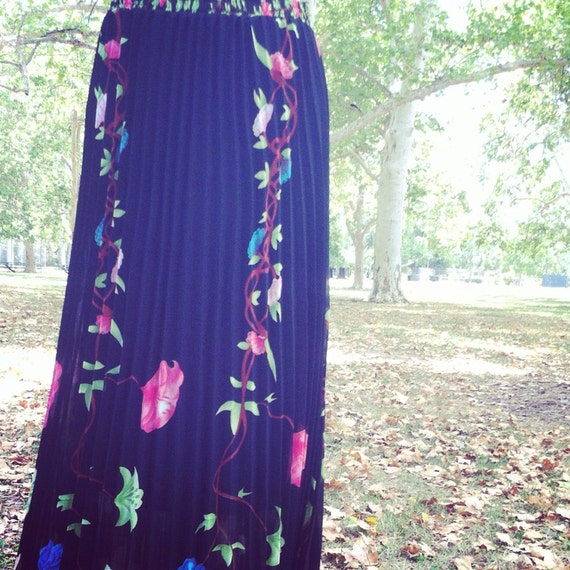 Perfect Vintage Fall Maxi Skirt Accordian Floral