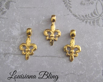 6 Pieces Gold Hammered Fleur De Lis Pendant Charm With Bail 30x17mm Hammered Antique Gold Finish 6-11-G