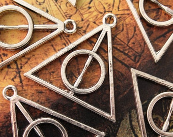 6 Harry Potter Deathly Hallows Triangle Charms/Pendants Antiqued Silver Tone Double Sided 28 x 32 mm