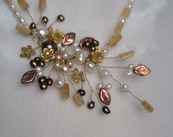 Necklace with freshwater pearls and wire work
