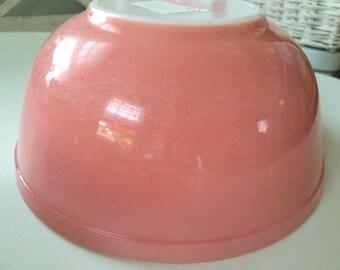 Vintage Rare Pink Pyrex mixing bowl 403 (2 1/2 qt.)