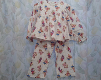 Size 4 Girls Pajamas with pink Rabbits