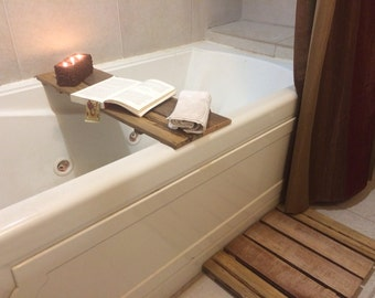 Pallet Shower tub/Caddy: Wood, candles, and a book with a bath. Doesn't get any better.