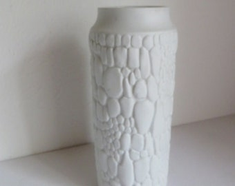Beautiful design Op Art vase by Kaiser Matte Porzellan, Germany 1960s.