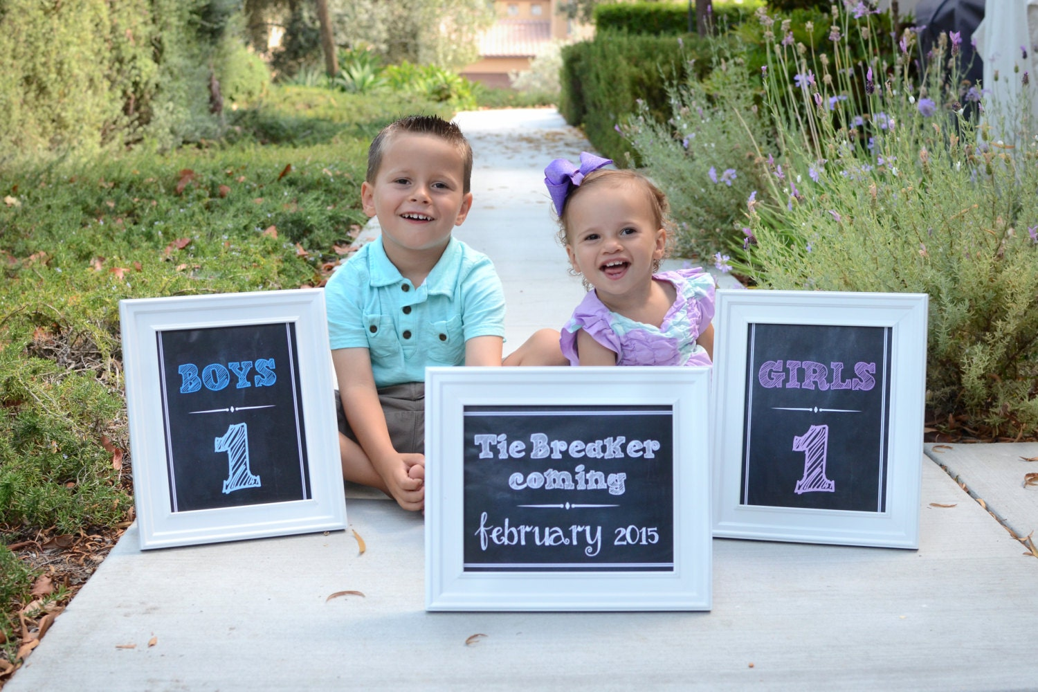 Tie Breaker coming Girls and Boys 3 Chalkboard Announcement – Announcing Baby