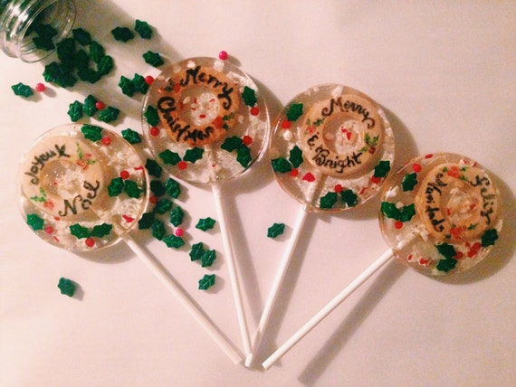 NEW - 3 Natural peppermint flavored lollipops with pie crust wreaths, candy cane pieces and holly candies