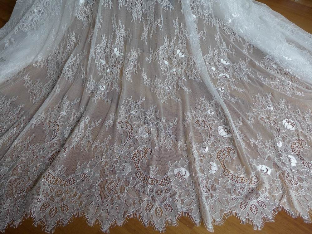 Off white chantilly fabric vintage wedding gown lace fabric for White lace fabric for wedding dresses