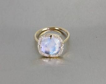 14 Karat Yellow Gold Rainbow Moonstone Diamond Ring (0.30ct)