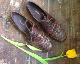 vintage dark brown leather oxfords // woven lace up flats // 8N
