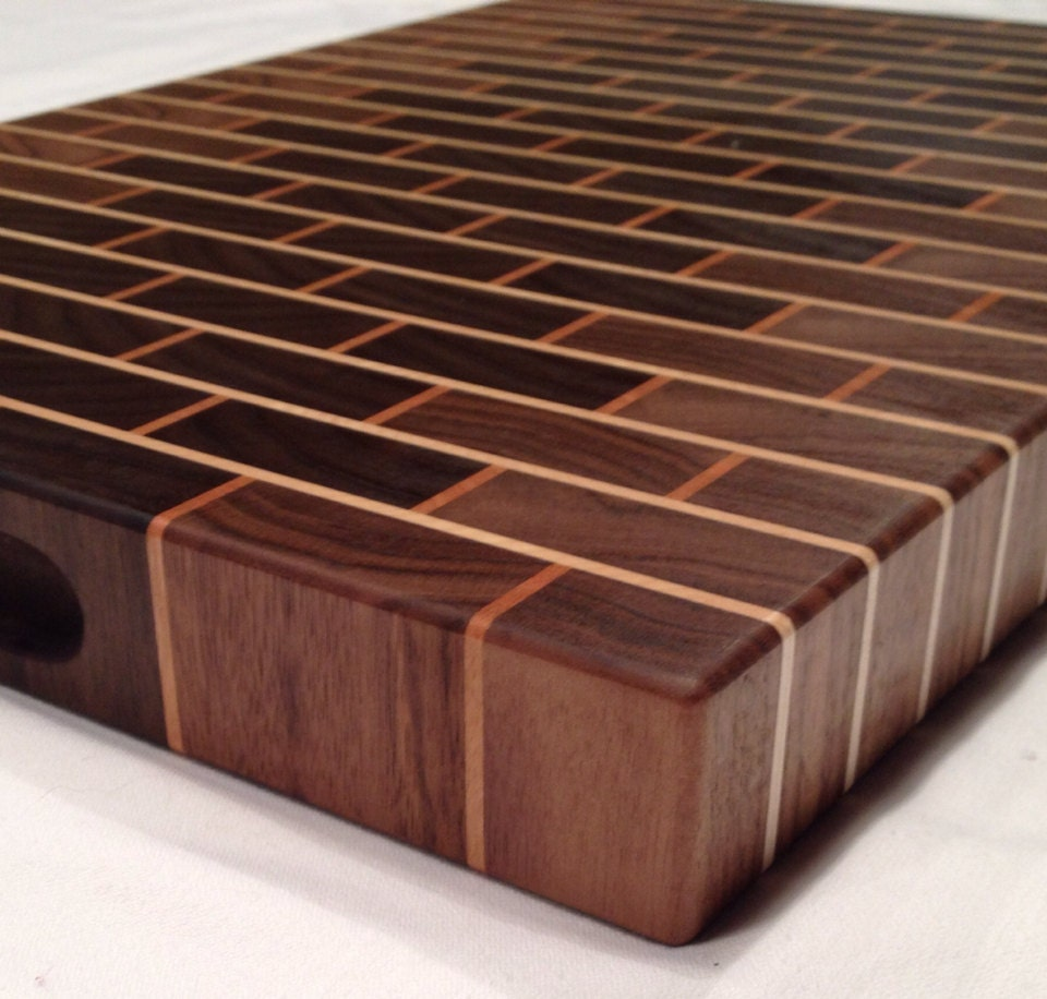 Walnut brick style end grain cutting board for Plateau bois brut