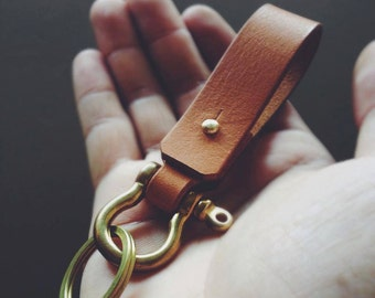 Handmade Leather keychain with shackle brass, Belt Keychain, Leather Gift, Men Keychains, Anniversary gift, Key ring and Key fob