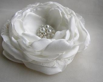 White Hair Accessories, Bridal Hair Clip, Pearl Headpiece, Lace Hair Piece, Bridal Hairpiece, Wedding Hair Flower, Large Flower Clip