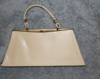Vintage Formal Purse w Triangle Shape, Classic Style, Nice color, Clean Inside, Great Clasp,  Very Nice