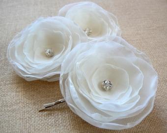 Ivory bridal flower hair clips (set of 3), bridal hair piece, bridal hair flower, wedding hair accessories, wedding hair flower, romantic
