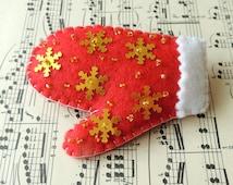 Mitten Glove Brooch, Red White Brooch, Felt Brooch, Winter Ski Brooch, Felt Decoration Ornament, Felt Jewelry, Felt Decor, Felt Jewellery