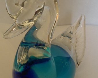 Beautiful Glass Swan Paperweight Figurine