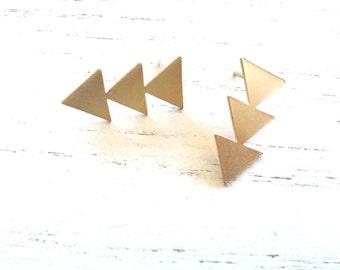 Gold arrow stud earrings,Triangles studs earrings,minimalist gold earrings, geometric jewelry, geometric earrings