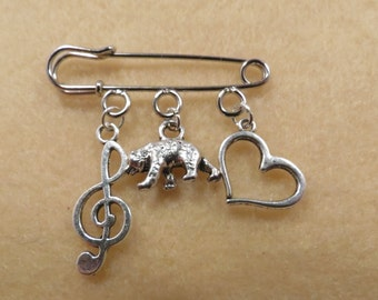 Shakespeare Twelfth Night kilt pin brooch (38mm)
