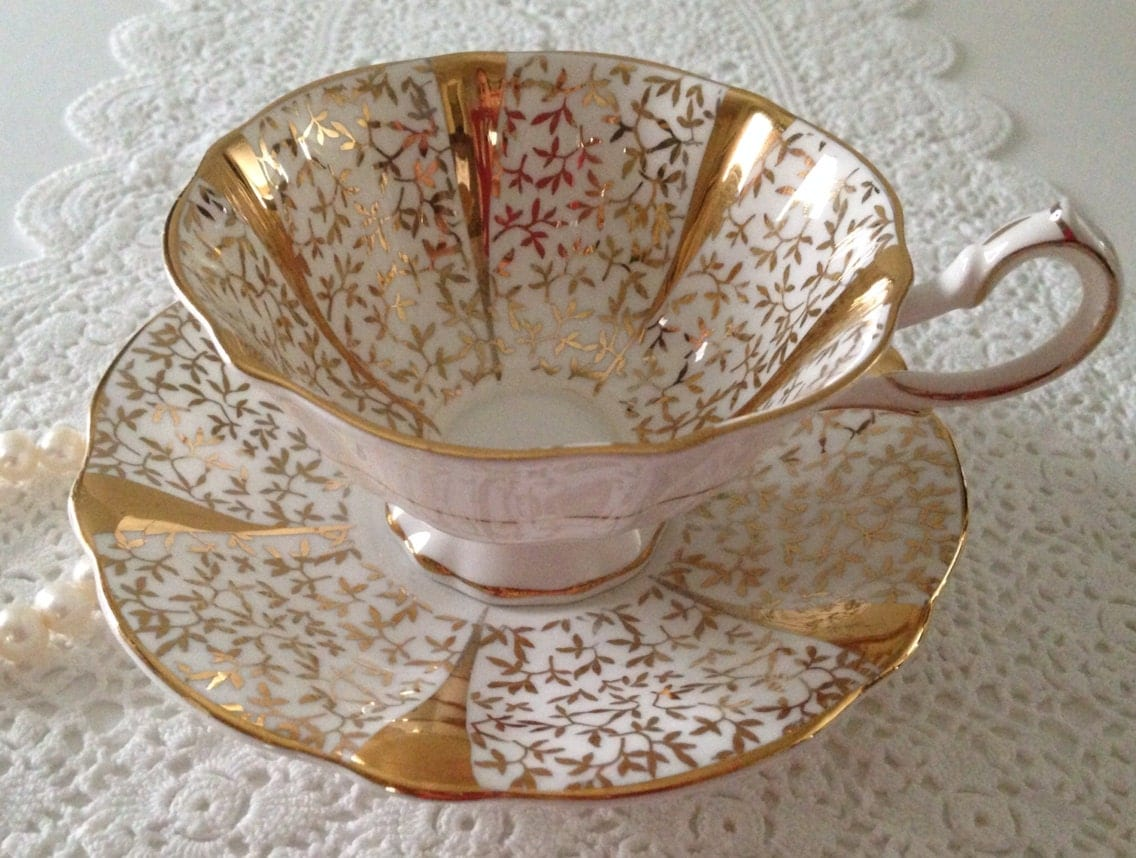 queen anne gold chintz china tea cup and saucer teacup set. Black Bedroom Furniture Sets. Home Design Ideas