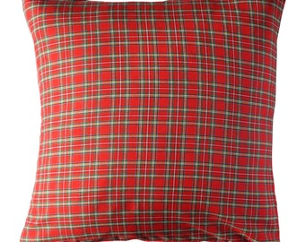 Scottish Cushion in red color. Insert included.