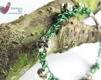 Green Crochet wire bracelet - tibetan silver flower beads