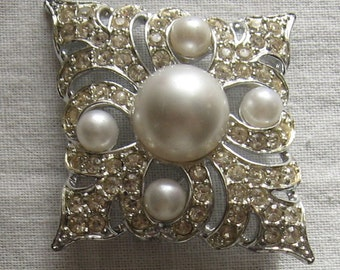 Sarah Coventry Brooch with  Rhinestones and Pearls