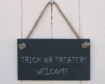 Double Sided Halloween Slate Hanging Sign with 'Trick or Treaters Welcome' / 'No Trick or Treaters Thank You' (SR53)